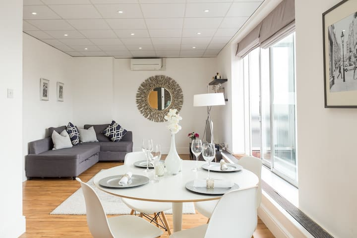 Baker Street - Beautiful, Bright Penthouse Flat