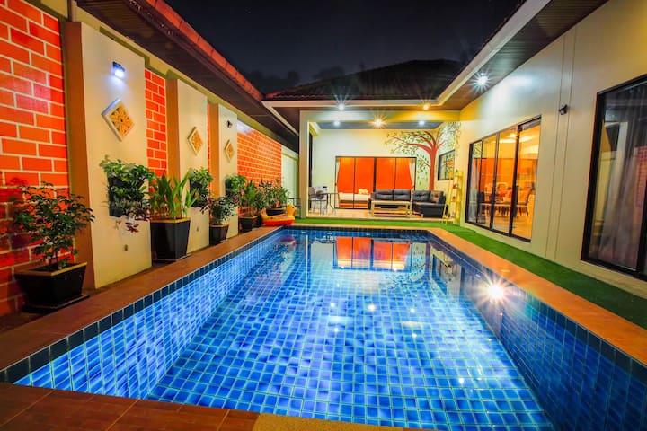 芭提雅有私人泳池别墅。两间卧室。离海滩300米