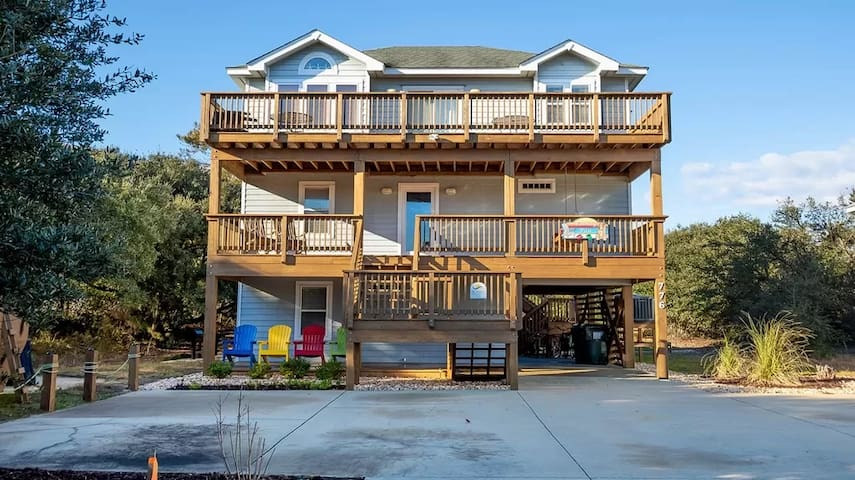 Family Fun House! Private Pool & Walk to Beach