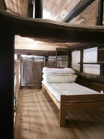屋根裏寝室