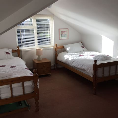 Entire 3 Bed house next to  beach - East Sussex - House