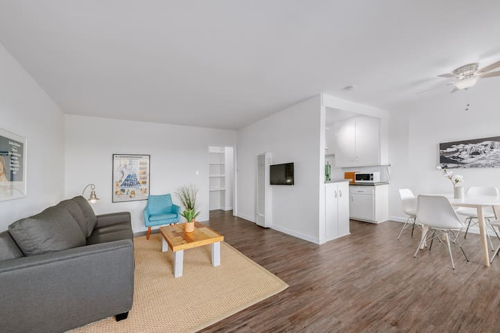 Fully Remodeled 1bd Apt Located In Windsor Hills!!
