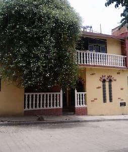 Nice,comfortable room in awesome location - Santa Lucía del Camino - House