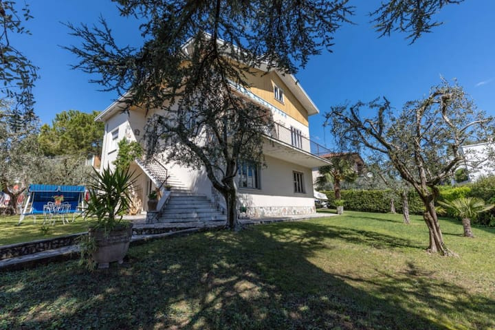 villa 50m from the water, lake view