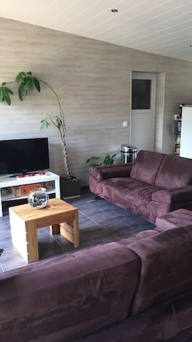 Jolie maison neuve en bois - Bourneau - Casa