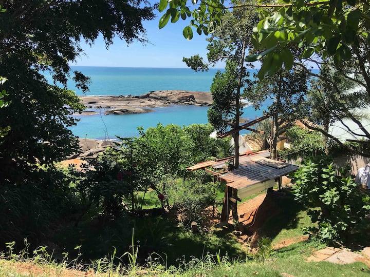 "Bangalô Praia de Setiba/Guarapari ""Casa da árvore"""
