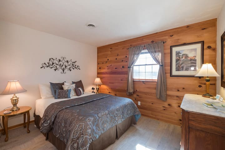 Mountain View Kitchen Suite  - Fox Hill Bed & Breakfast Suites
