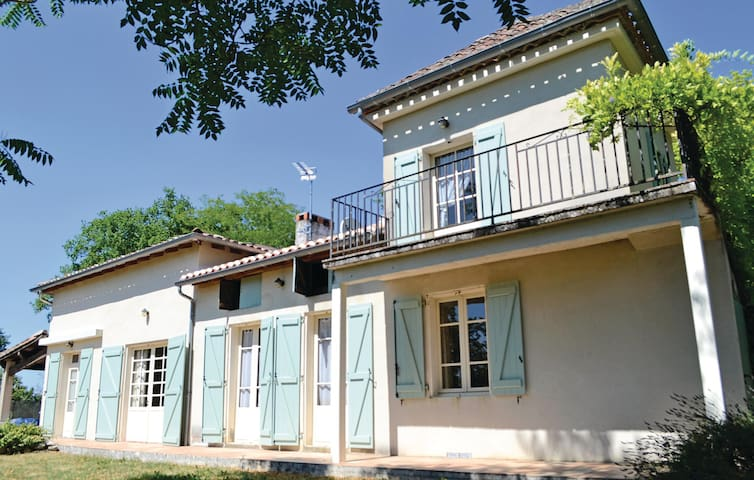 Holiday cottage with 6 bedrooms on 192m² in Durfort Lacapelette