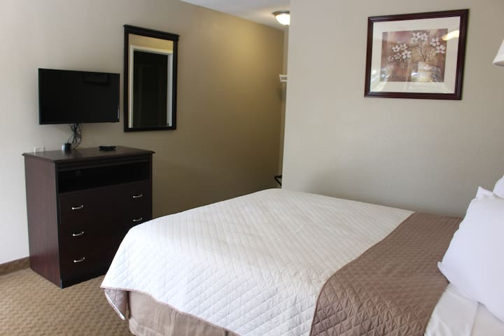 Dogwood Inn & Suites - One Queen Bed