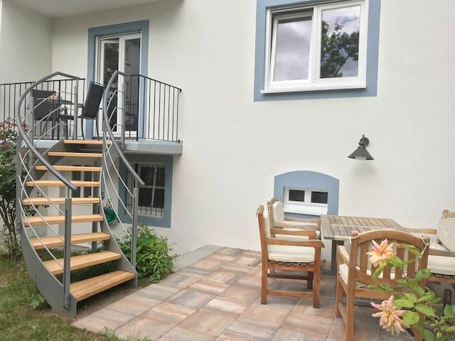 Ferienwohnung mit Balkon, Terrasse und Garten