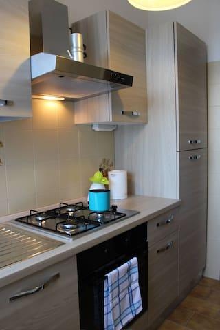 frigo a disposizione ed eventuale uso cucina