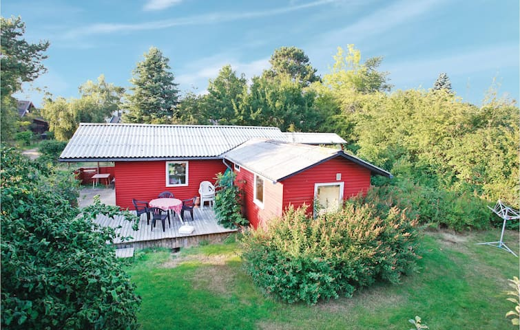 Holiday cottage with 2 bedrooms on 55m² in Føllenslev