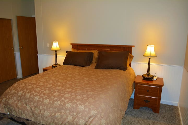 Master Bedroom has an adjustable queen bed and a large walk in closet.