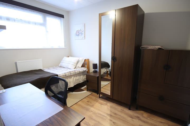 Comfortable single room near City Airport & Excel