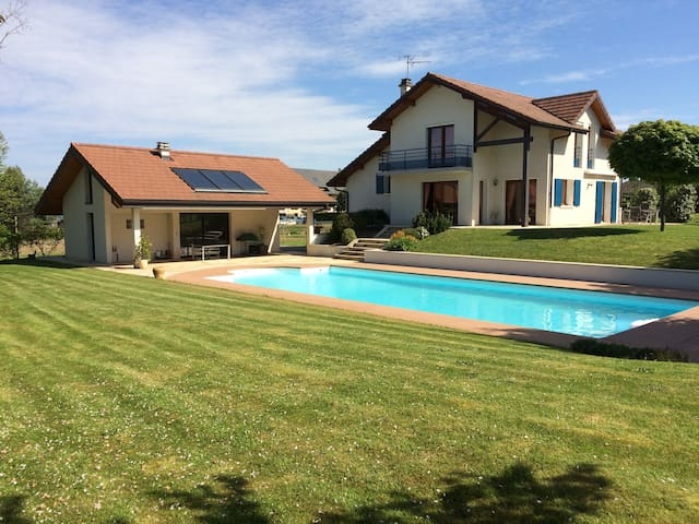 House with large pool and garden - 4km from Annecy