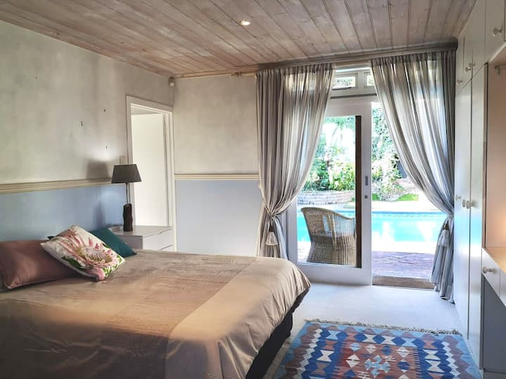 Private room - cozy haven in upper central Knysna