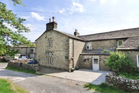17th Century built 3 bedroomed character cottage - North Yorkshire