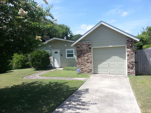 Close to 35 and Downtown - San Antonio - Casa
