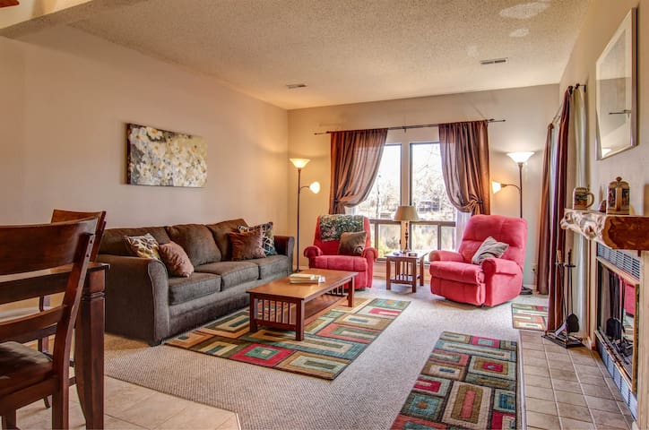 Cozy Condo on Lake Aspen by Innsbrook Vacations