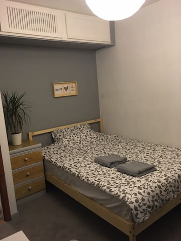 Cozy modern double room near Glasgow airport