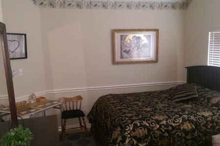 Bright & Cozy Apartment w/Bathroom - Richmond - Appartement