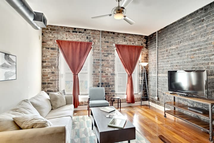 Clean, Comfortable Historic Broughton Street Condo