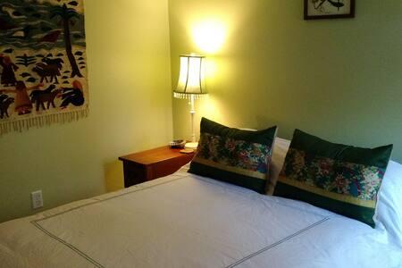 Cozy bedroom in Northeast Longmont