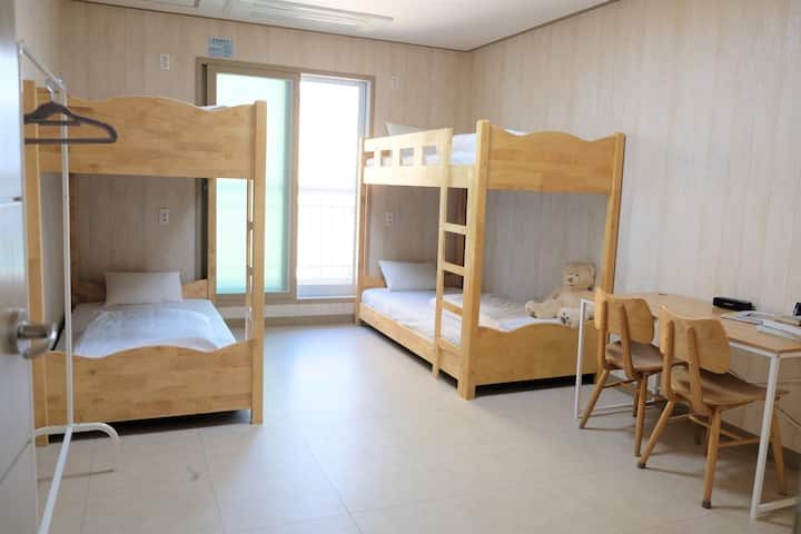 [1% Hostel] Private room, Small gruop(~ 4pax)