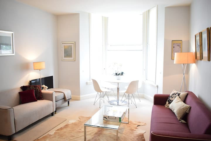 Stylish and Bright 2-Bedroom Apartment in Chelsea - London - Leilighet
