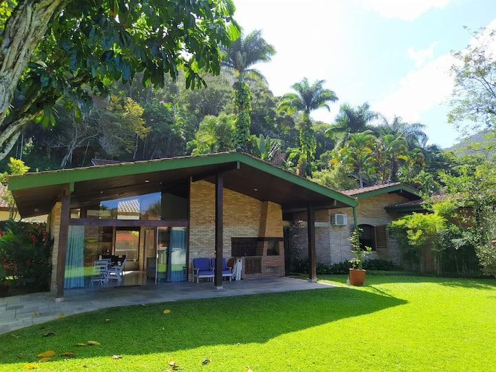 Linda Casa a 2 quadras do mar - Cond. Pedra Verde
