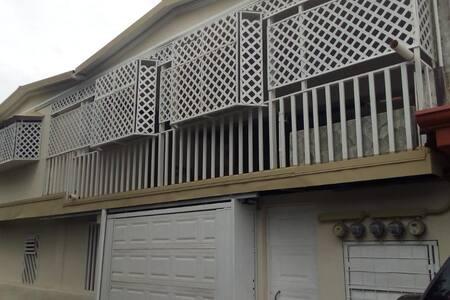 Casa jeiner les da la bienvenida.