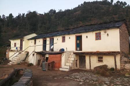The Oak Forest Homestay@ Tehri Garhwal uttarakhand