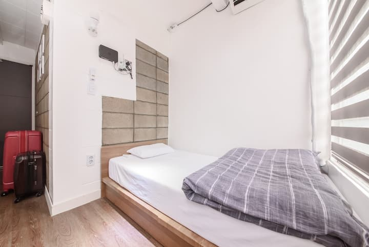Itaewon Yellow Guesthouse - Single room w bathroom