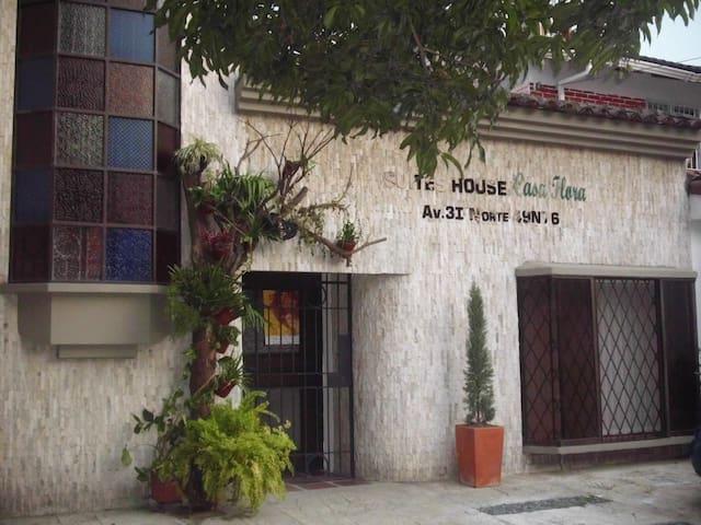 Suites House Casa Flora - Cali - Flat
