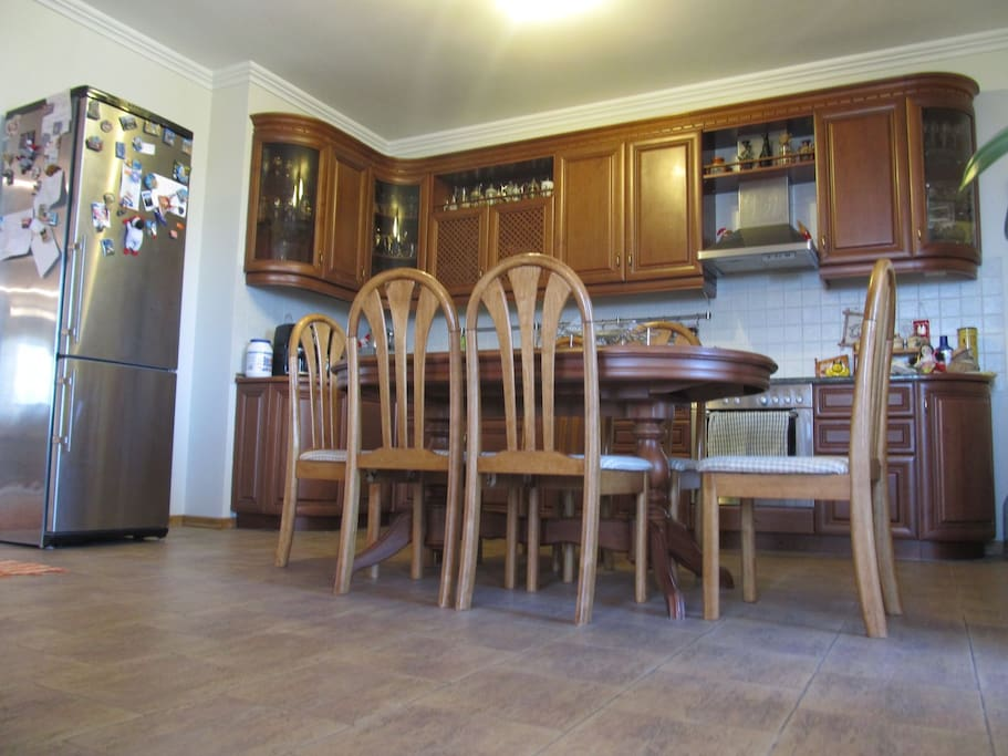Kitchen/dining room, sits 6. Microwave, electric kettle and coffee-maker, refrigerator, stove and oven.