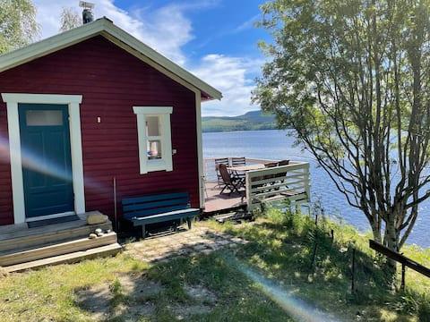 Enkel stuga med fantastisk läge vid Skulesjön