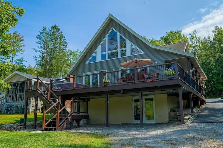 Treetop Lodge: Luxury on the Great Sacandaga Lake!