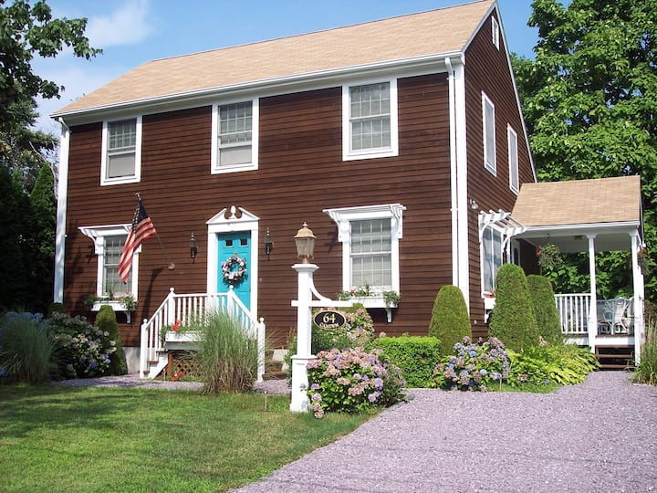 Vacation in Beautiful Bonnet Shores Colonial