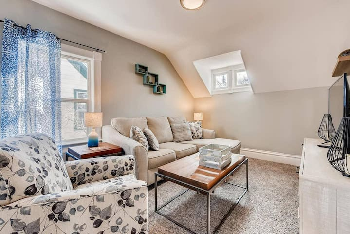 MONTH OR SHORTER | CLEAN AND FUN 2 BR