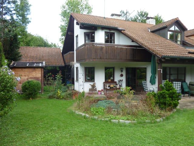 Exklusive Doppelhausvilla im Münchner Süden