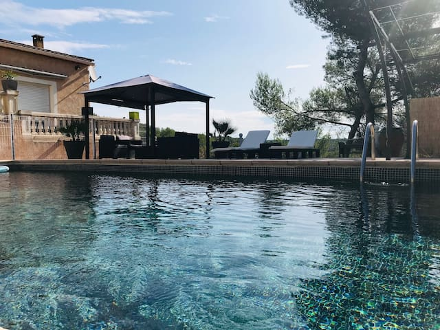 Appartement, piscine dans un superbe environnement