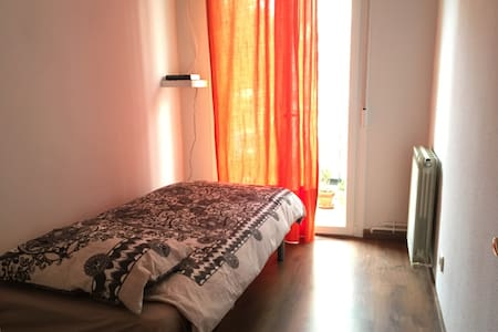 Room Atocha Renfe, new, with Wifi and balcony - Madrid - Condominium