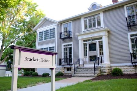 Brackett House Bed and Breakfast - Harriette Room
