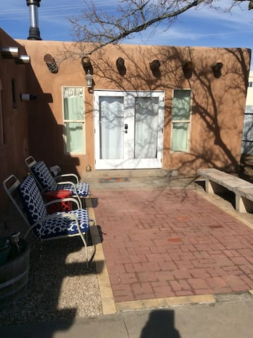 Private Suite in Adobe Home, Walk to Old Town! - Albuquerque - Hus