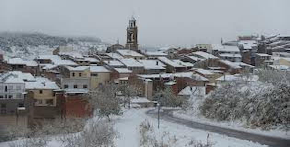 CASA EN VILANOVA DE LA SAL (Lleida) 10 PERS.