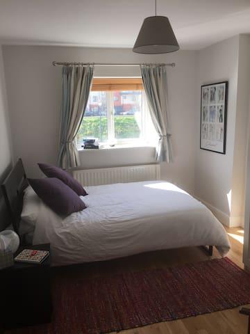 Big room own bathroom near airport - Dublin - Apartament