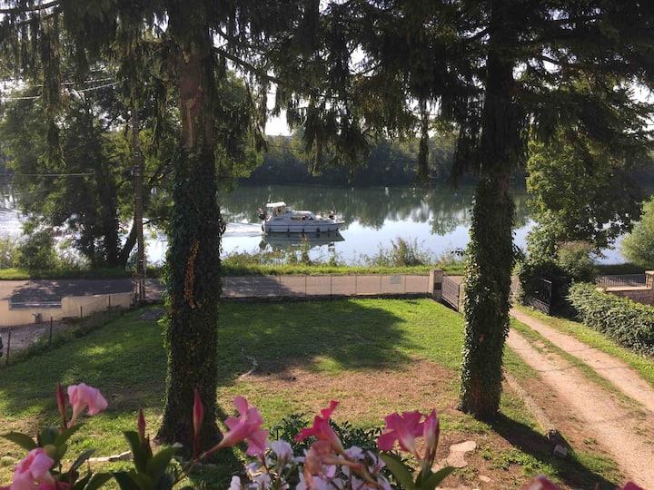 Studio à Dole avec vue sur le canal.