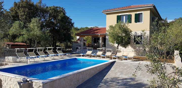 Villa with private pool by the sea, 5 bedrooms