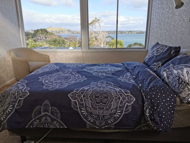 Room 2 Classic Cosy house with a stunning view