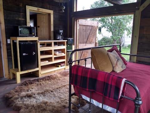 Historic 1880 Settler Cabin, Merryweather Farm